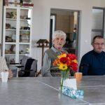 świąteczne spotkanie z pensjonariuszami domu dziennej opieki w Brzegach burmistrz Artur Kozioł