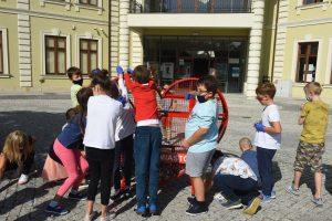 zbieranie nakrętek dla chorych dzieci Wieliczka mediateka