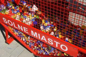 zbieranie nakrętek dla chorych dzieci Wieliczka solne miasto